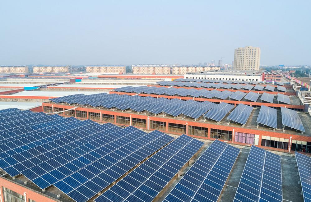 Photovoltaik-Dachanlagen erzeugen grünen Strom