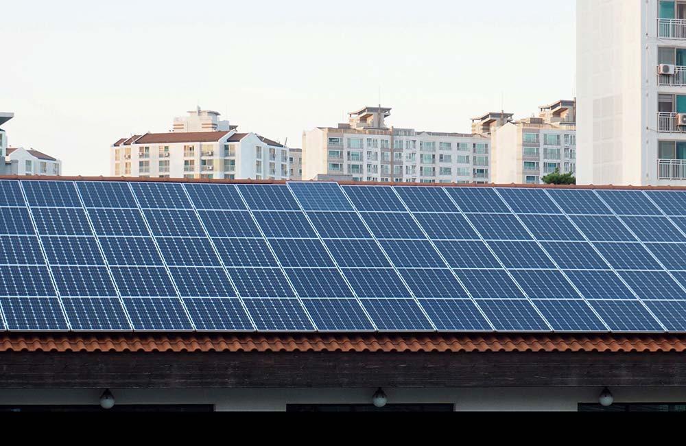 Mit Photovoltaik-Anlagen auf dem Dach lässt sich nachhaltige Energie erzeugen